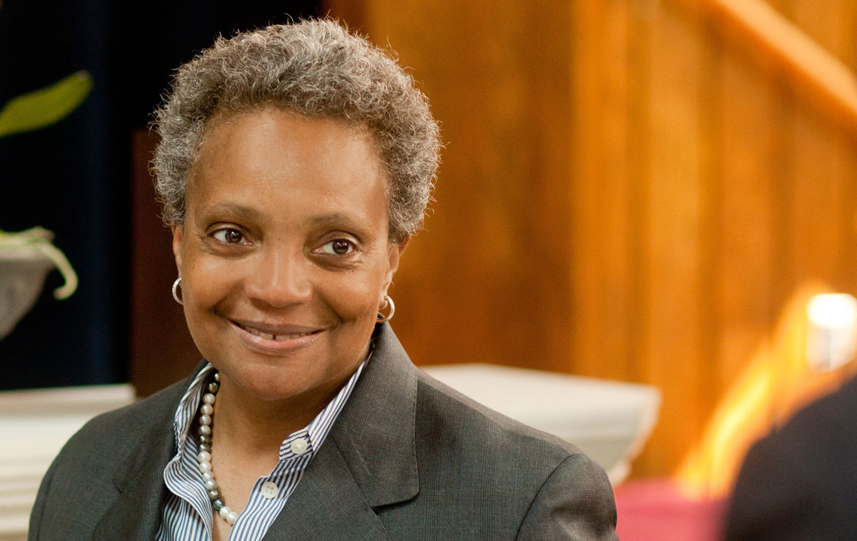 Acerca de Lori Lightfoot para Chicago mayor sonriendo